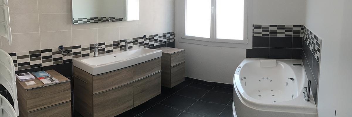 Agencement d'une grande salle de bain à La Rochelle