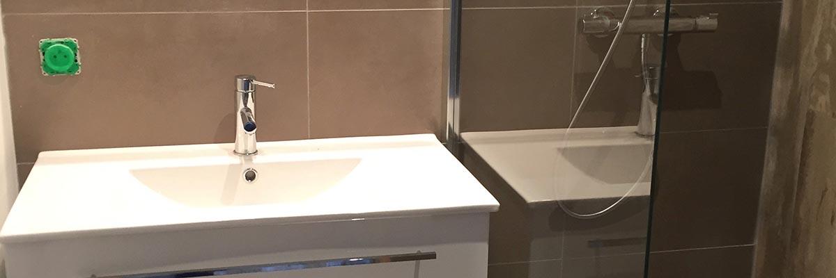 Agencement efficace d'une salle de bain à Lagord