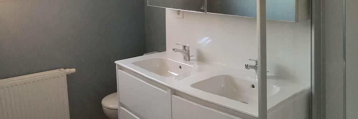 Agencement salle de bain fonctionnelle à La Jarne
